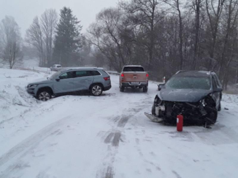 Nehoda tří aut u Bohuslavic.