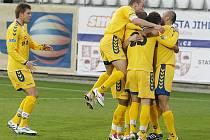 Přestože jihlavští fotbalisté už sportovní cestou na postup do první ligy nemohli dosáhnout, v souboji s Karvinou byla v sázce jiná meta. Výhrou a konečným ziskem padesáti tří bodů ustavili nový vlastní druholigový rekord.