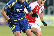 Odchovanci Slovanu. Tomáš Kučera (v modrém na snímku vlevo) i Tomáš Souček (v červenobílém na snímku vpravo)  začínali s fotbalem v Havlíčkově Brodě.
