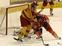 Jihlavští hokejisté na ledě nováčka z Tábora nakonec vyhráli po samostatných nájezdech 2:3. Rozhodující branku dal Daniel Hodek, který tak zařídil svému týmu bonusový bod.