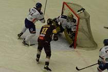 Úvodní čtvrtfinálovou bitvu vyhrála Dukla, která porazila Litoměřice 2:1.