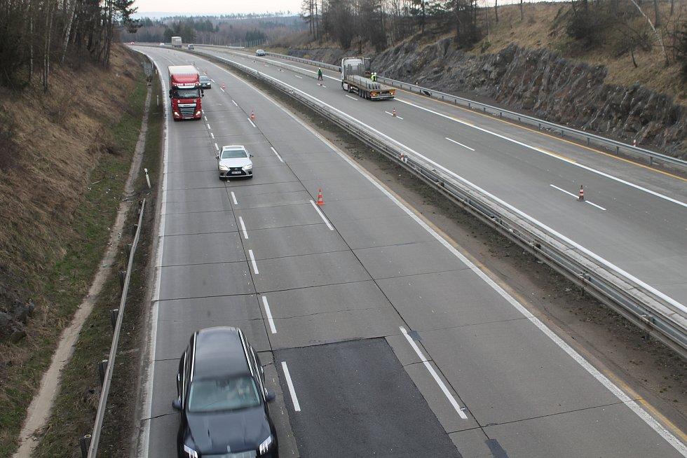 Směr na Brno (vpravo) je již modernizovaný, ten na Prahu čeká výměna letos. A je již nutná.