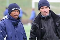 Brazilský obránce Gabriel se stal definitivně hráčem Jihlavy. V rozhodování hrál roli i fakt, že trenér Karol Marko (vpravo) ovládá portugalštinu a s komunikací nebude problém.