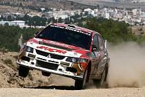 Svou náročností vzbuzuje Rallye Akropolis mezi jezdci obavy. Právě na opatrnost doplatil jihlavský jezdec Martin Prokop. Ve snaze být připravený na všechno tým Jipocar Racing vůz přetížil.