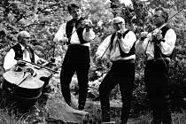 V roce 1954 obnovil Míla Brtník (druhý zprava) skřipáckou muziku ve Velkém Beranově.