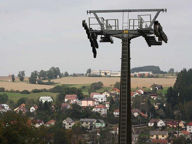 Práce na lyžařské lanovce v Lukách nad Jihlavou pokročily.