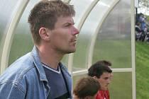 Trenér Stonařova Zdeněk Štancl věří, že se počasí umoudří a jeho tým úvod stihne.