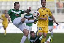 Fotbalisté FC Vysočina (ve žlutém útočník Haris Harba) poznali po sedmizápasové šňůře, ve které vybojovali vždy minimálně bod, chuť porážky. Venku navíc na jaře prohráli vůbec poprvé.