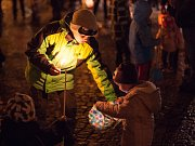 Sametový průvod s lampiony v Jihlavě.