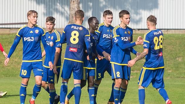 Do nového ročníku Moravskoslezské fotbalové ligy vstoupí hráči jihlavské juniorky nedělním dopoledním utkáním na stadionu Uničova.