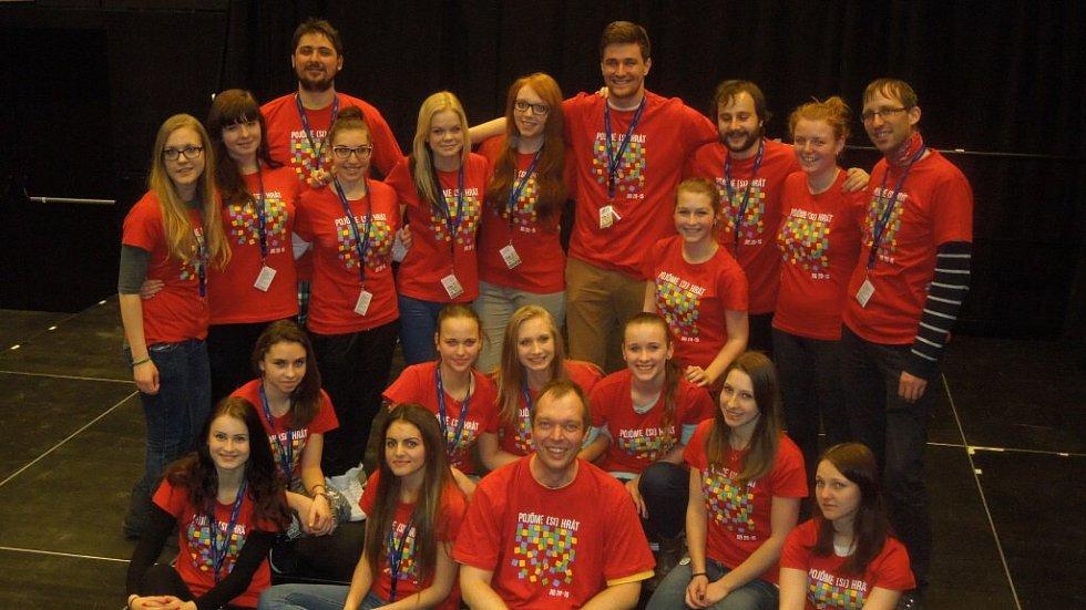 Dobrovolníci sdružení mají nejvíce práce vždy kolem festivalu studentských divadel. Tento projekt patří mezi nejvýraznější počiny sdružení Slunce.
