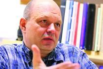 Martin Laštovička byl v roce 1989 předsedou studentského stávkového výboru na Fakultě architektury brněnského Vysokého učení technického. Promoval v roce 1991, pracuje jako samostatný architekt se všeobecnou působností.