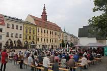 Do krajského města se vrací hromadné akce, patří mezi ně i koncerty na náměstí.