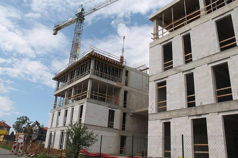 Nová budova nabídne zhruba 250 míst pro úředníky i nové parkovací prostory.