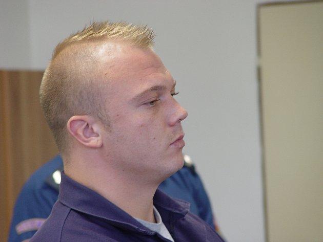 Šestadvacetiletý Matějka před soudem, který v úterý rozhodl o jeho podmínečném propuštění.