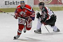 Havlíčkův Brod (vlevo Tomáš Svoboda), který se v posledních zápasech velmi trápil, dokázal porazit  Znojmo. To je momentálně na šestém místě tabulky.