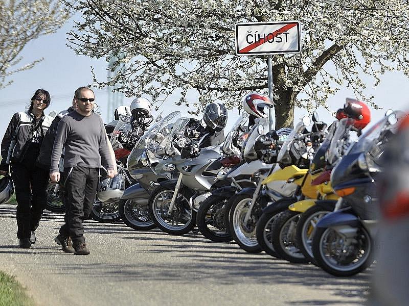 V Číhošti se sjel rekordní počet motocyklů BMW.