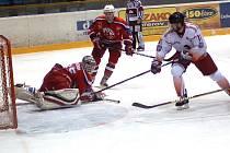 Nečekaný výsledek uhráli na ledě Olomouce hokejisté Havlíčkova Brodu, kteří vyhráli 5:4 v prodloužení. V bojovném utkání nakonec vstřelil rozhodující branku útočník Rebelů Miroslav Holec.