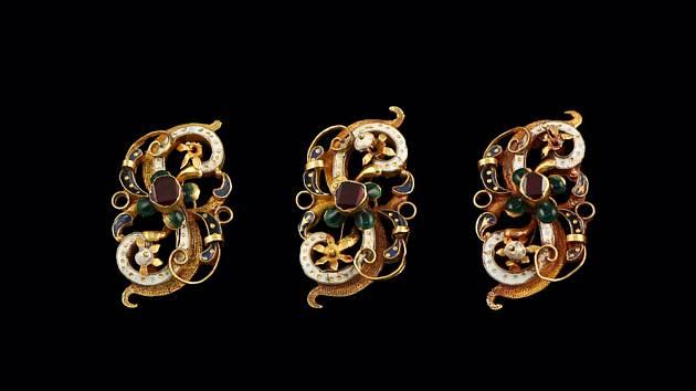 Zlaté a stříbrné klenoty z muzejních sbírek v Polné.