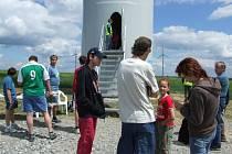 Obec Pavlov na Jihlavsku je na Vysočině proslavená větrnými elektrárnami, které je možné vidět už z dálky. Při dni otevřených dveří bývá ze strany veřejnosti o prohlídky elektráren tradičně značný zájem.