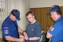 Teprve jako 18letý byl Václav Matějka obviněn a později i odsouzen za vraždu řezníka. Rozsudek tehdy neunesl a slovně napadl soudce.