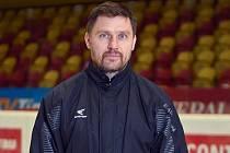 Trenér dorostenců jihlavské Dukly Marek Melenovský byl vděčný za to, že  jeho svěřenci mohli vyjet na led a po dlouhé době si zatrénovat a zahrát mezi mantinely.