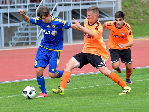 Sedmá výhra. Starší dorostenci FC Vysočina (v modrém) v nové sezoně MS ligy ještě neztratili ani bod. Porazili i druhou zálohu Sigmy.