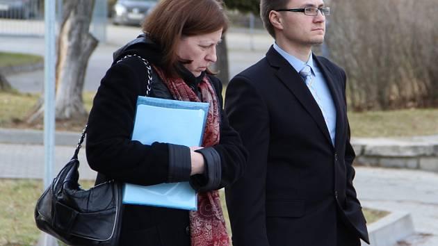 Obvinění lékaři Hana Bartošová a Pavel Vlachý mířili v únoru k jihlavskému soudu, kde se zodpovídali ze smrti ročního chlapečka.