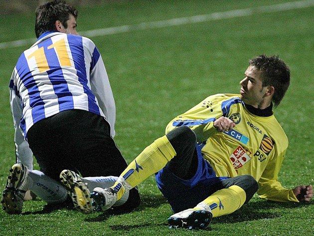 Vyčítavě se dívá na soupeře po ostřejším zákroku jihlavský záložník Martin Dupal. Ve druhé půli se však zdravě pomstil a gólem rozhodl zápas.