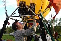 Pilot a instruktor Tomáš Stejskal z Brna miluje létání v Alpách nebo nad nočním Brnem. K balónovému létání se dostal díky spolužákovi z vysoké školy.