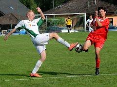 Fotbalisté Rantířova (v bílém) zvládli premiéru v I. B třídě. Doma vyhráli 4:1.