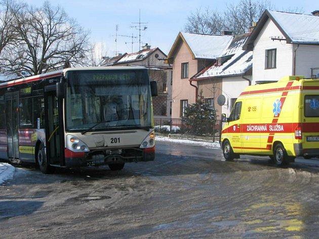 Nehoda autobusu, který převážel děti