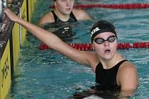 Nela Čermáková patří mezi největší talenty jihlavského plavání. To potvrdila třemi kovy i v Chomutově.