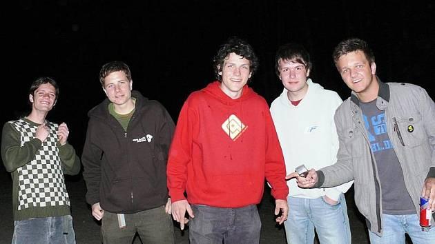 Členové skupiny Hlavouwozeď  (zleva Josef Uhlíř, Jan Kameník, Jiří David, Filip Rejcha a Pavel Forst) předvedou svoje nové filmy návštěvníkům festivalu Třešť sobě už v sobotu večer.