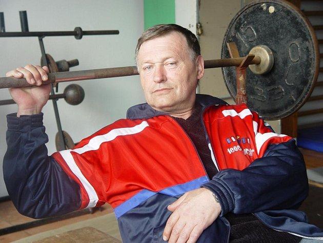 Hasič Jaroslav Kinský ve svém volnu trénuje v Jihlavě mladé zápasníky.