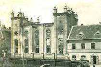 Jihlavská synagoga bezprostředně po požáru. Shořela večer 29. března 1939.