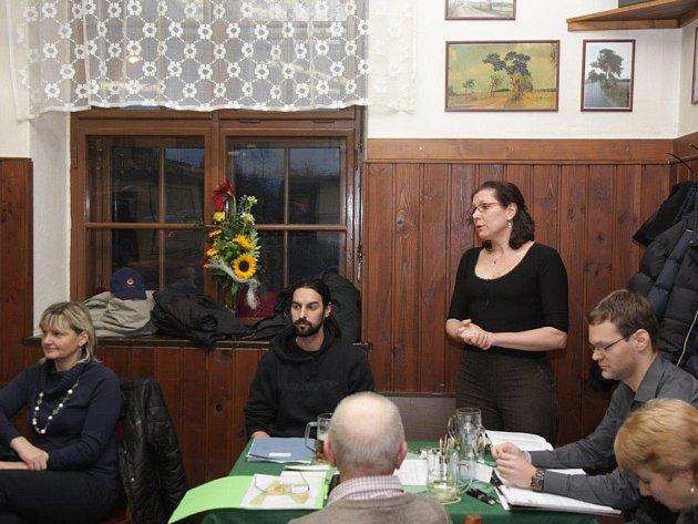 Kulturní program ve Zborné. Na snímku beseda o třídění bioodpadu s v hostinci u Lípy. Ilustrační foto.