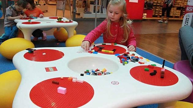 Lego děti okamžitě zaujalo.
