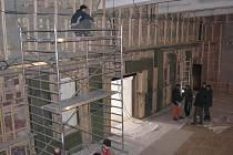 Pracovníci v sále nyní dokončují poslední úpravy. Mezi největší výhody nového sálu bývalého kina Sokol patří to, že sál nemá pevné hlediště ani jeviště.