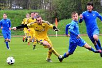 Fotbaloví starší dorostenci (ve žlutém Vojtěch Šmíd) si připsali na hřišti Havlíčkova Brodu tři body.