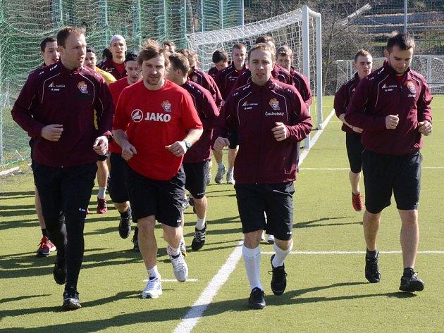 Jihlavským hokejistům v pondělí začala letní příprava, která bude trvat jedenáct týdnů. Na prvním tréninku se objevila i nová brankářská posila Lukáš Sáblík (první zleva).