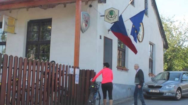 V Jihlavě-Zborné byla účast v prvních hodinách letošních eurovoleb nízká.