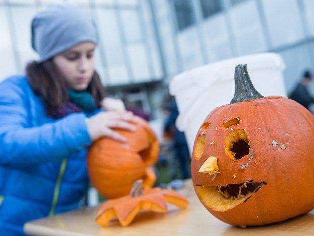 Polenské středisko volného času Tempo uspořádalo pro malé i velké podzimní akci s názvem Dýňování.
