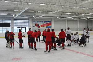 Hokejisté jihlavské Dukly zahájili druhou část letní přípravy prvním tréninkem na ledě.