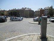Parkovací automaty nejen na Masarykově náměstí v Jihlavě nabízí novou službu. Řidiči mohou na uhrazení nákladů použít svou platební kartu.