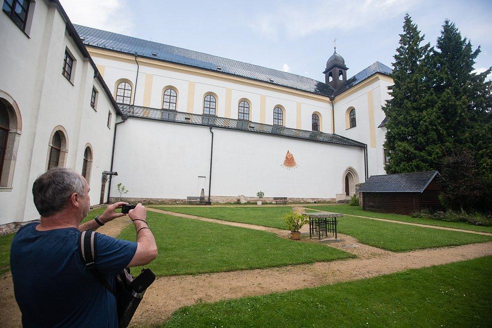 Zámecký areál ve Žďáru nad Sázavou.
