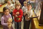 Děti z mateřské školy v Jihlavě Heleníně si zvířata nejen pochovaly, ale také se o nich dozvěděly mnoho zajímavého.