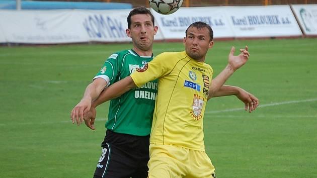 Střelecky naprázdno. Jihlavský kanonýr Petr Faldyna (ve žlutém) nenavázal na svůj gól v Opavě. O gól se tentokrát postaral jeho parťák z útoku Ivo Svoboda.