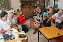 O mozkových příhodách se přišli informovat především starší občané, mnoho z nich už mělo s tímto hojným problémem nepříjemné zkušenosti.