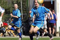 Telč (u míče Tomáš Holý) se zítra bude prát o ztracené sebevědomí s tápajícími fotbalisty Luk.